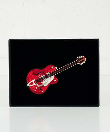 Pete Guitar Theater Box Pin