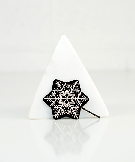 Snow Flake Embroidered Hairpin 02