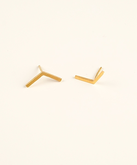 Linea Victory Studs Earrings - Gold