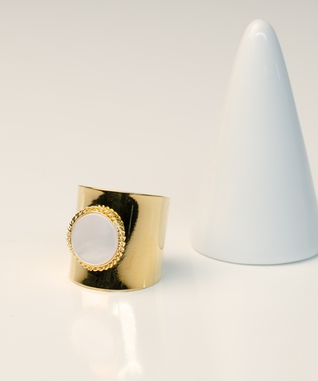 Lady White Mother of Pearl Ring